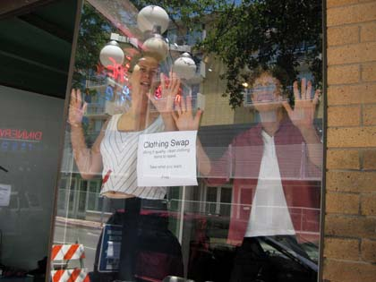 Window dancers/Photo Ryn Gargulinski