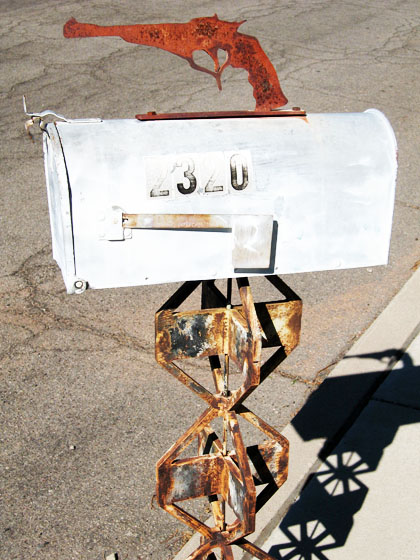 Snappy or crappy - the gun-totin' mailbox/Ryn Gargulinski