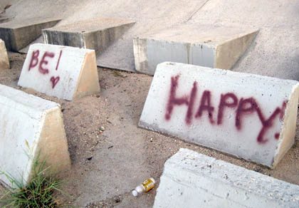 Be happy graffiti at Lakeside Park/Photo Ryn Gargulinski